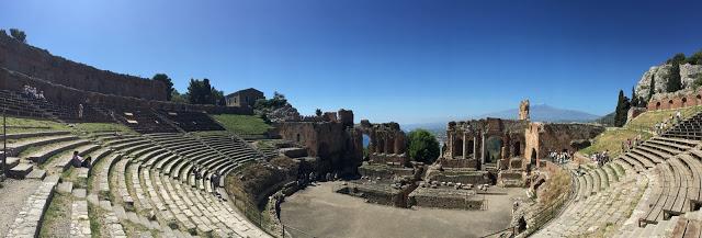 panorama théâtre grec Taormine en Sicile - blog voyage Camille In Bordeaux