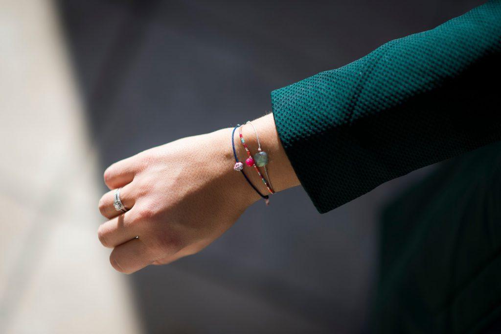 mix bracelets cordon bouddha pierre semi précieuse camille in bordeaux