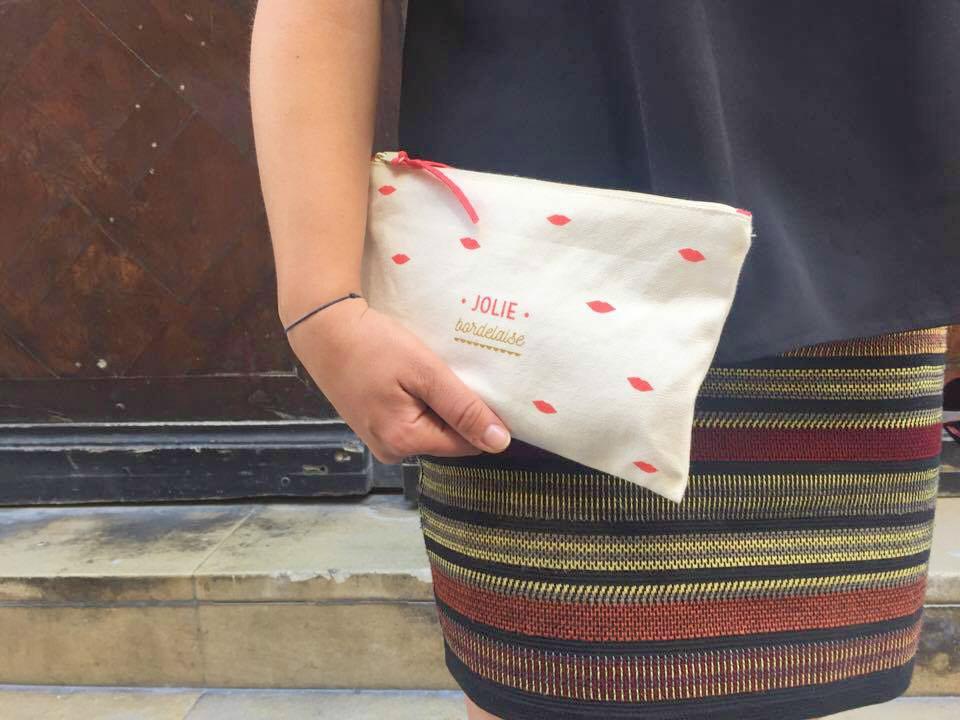 look jupe et Stan Smith pochette Oh les jolis - blog mode Camille In Bordeaux