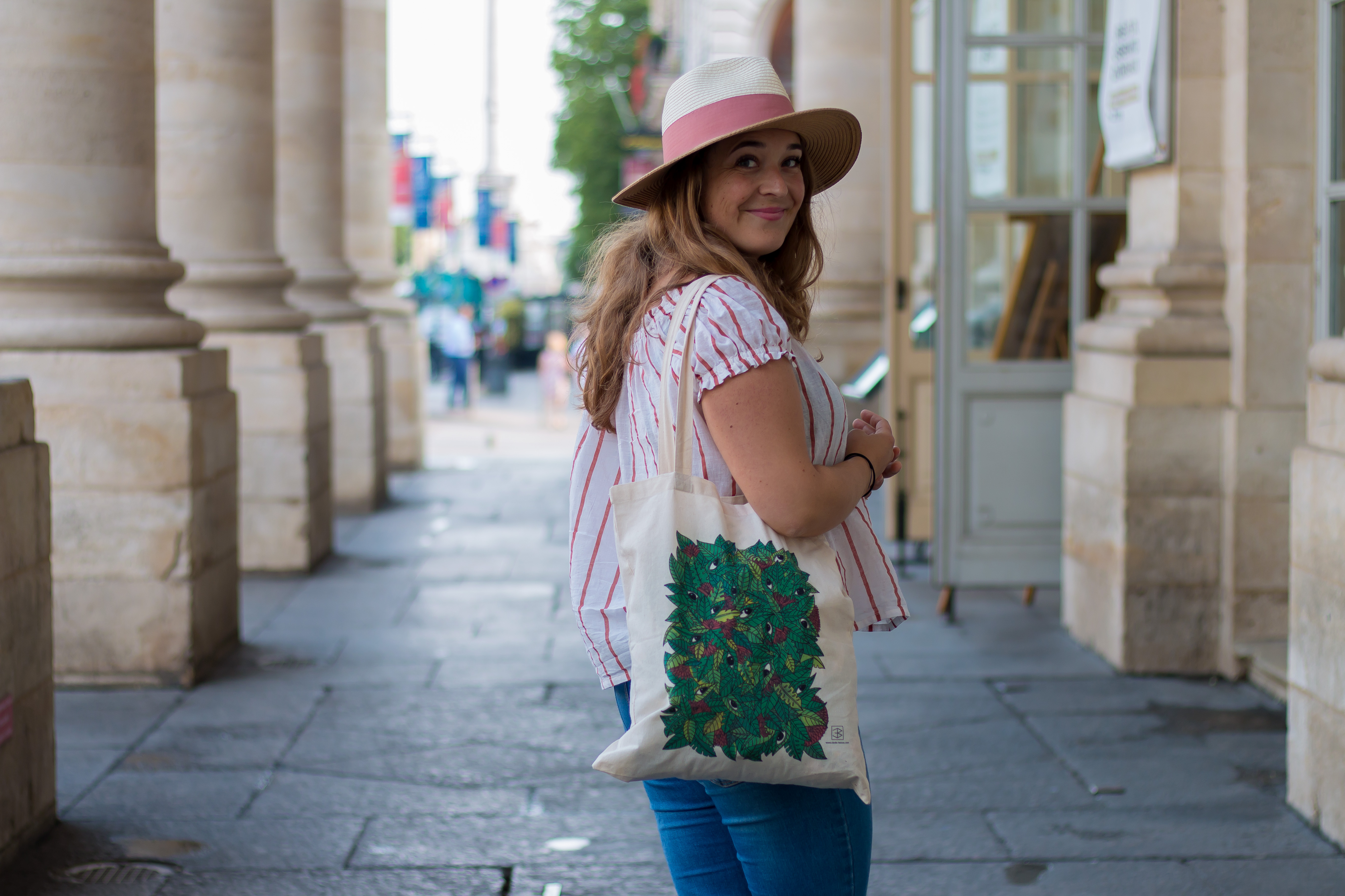 Blouse rayures et chapeau tricolore - Blog Camille In Bordeaux