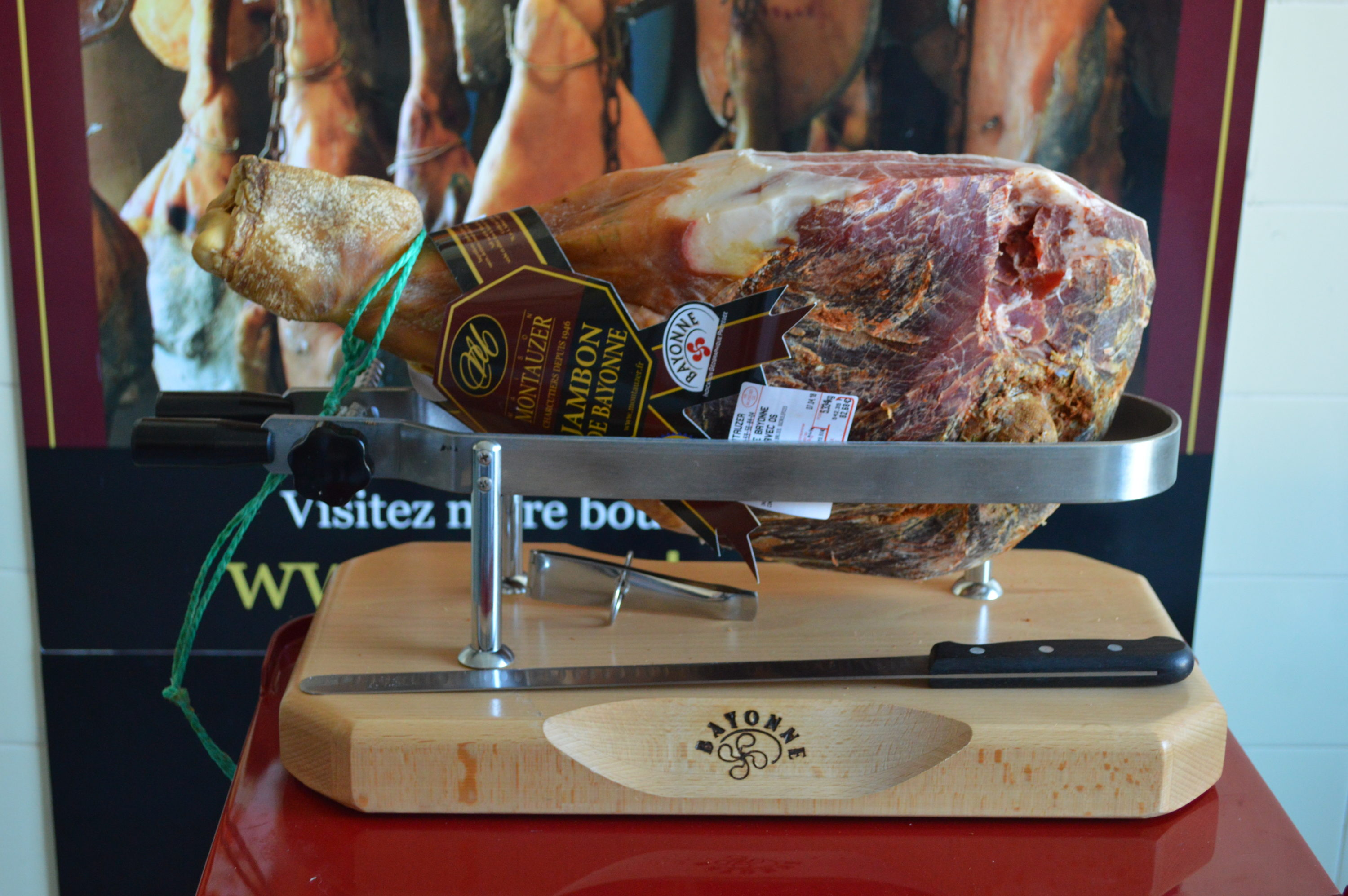 Charcuterie jambons Montauzer Pays Basque - blog Camille In Bordeaux