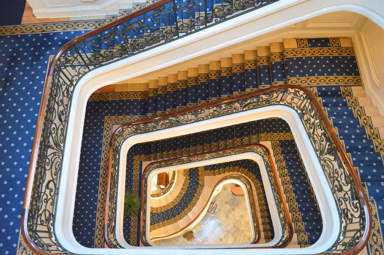 escalier palace Hotel du Palais Biarritz - blog Camille In Bordeaux