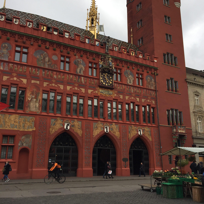 rathaus hôtel de ville rouge Bâle - blog Suisse