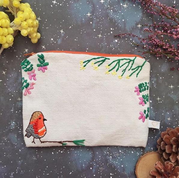 idées cadeaux Saint-Valentin pochette brodée Lilimoncello