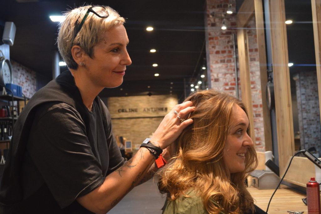 Prix de coloration des cheveux de salon de beauté en