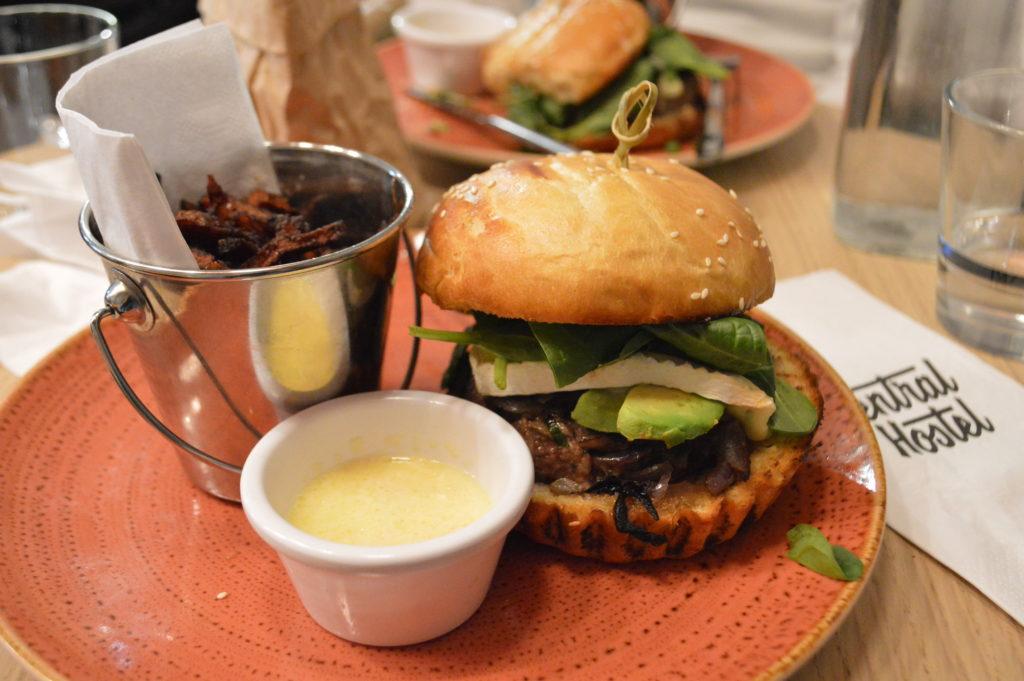 burger central hostel bordeaux