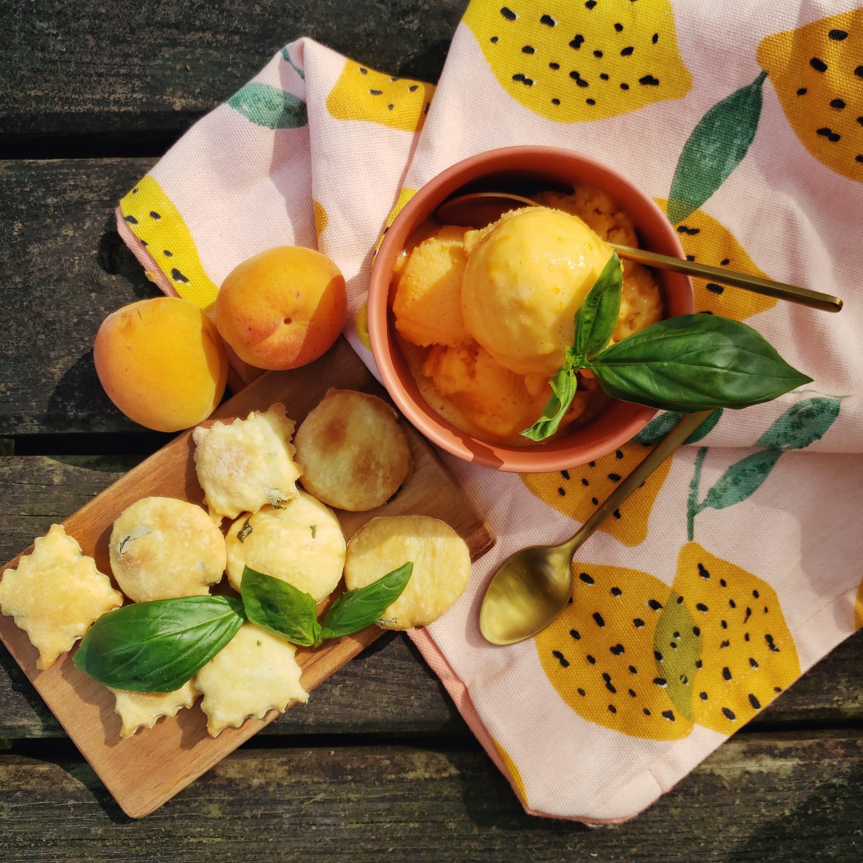 recette glace abricot feuilletés basilic