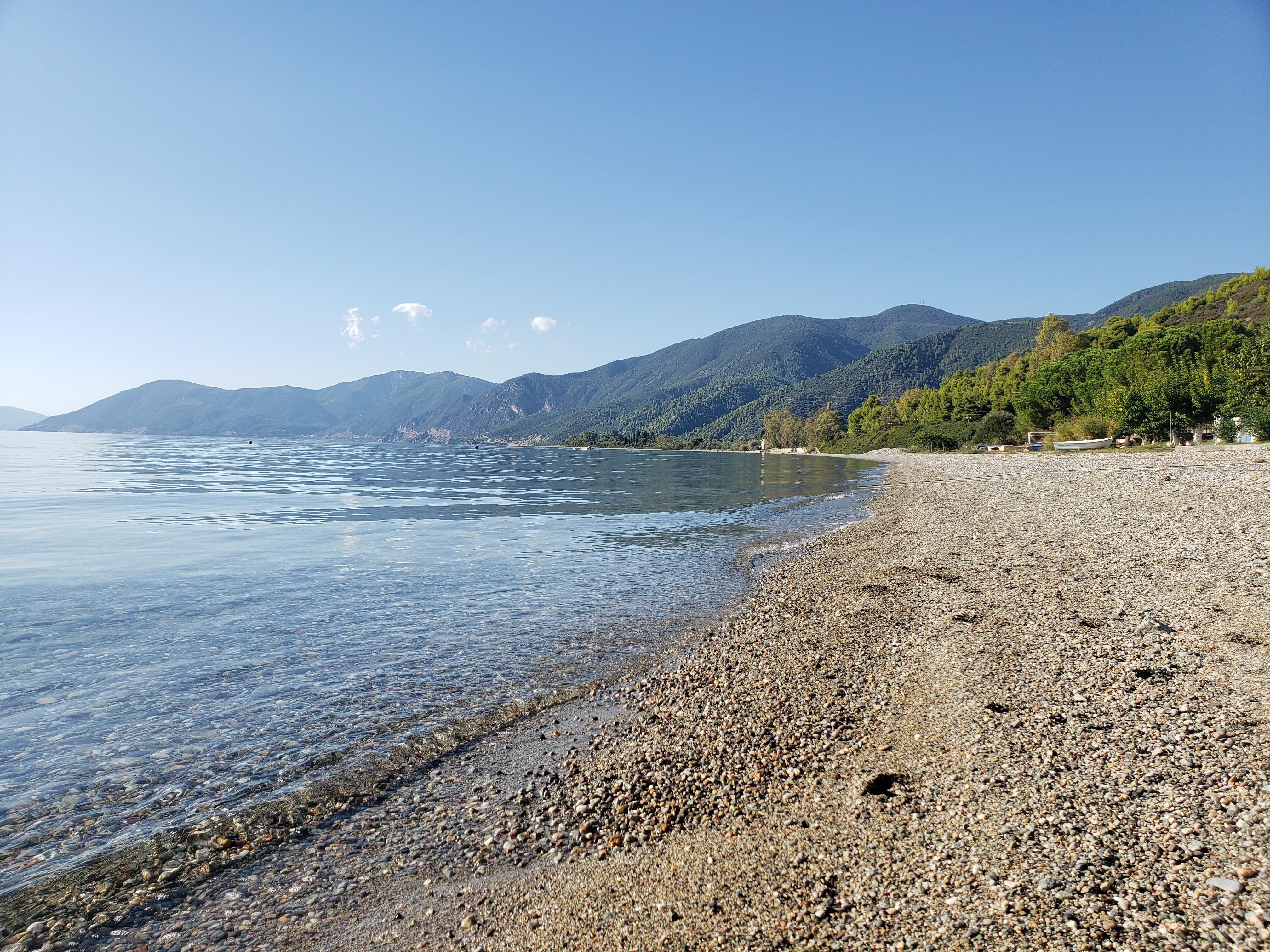 Rovies plage près de Limni